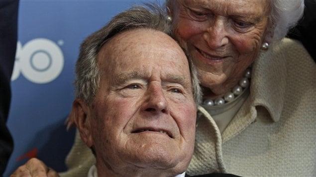 Bush en compagnie de sa femme