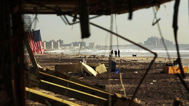 En octobre, l'ouragan Sandy frappe les Caraïbes, les Bahamas, les États-Unis et le Canada.