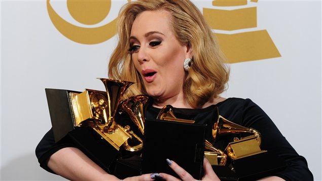 La chanteuse britannique Adele reçoit six trophées au Grammy Awards en février.