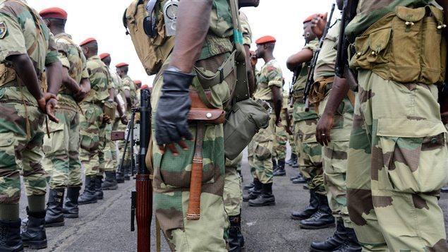 Des soldats du Gabon s'apprêtent à se rendre en République centrafricaine pour participer à la Force multinationale africaine.