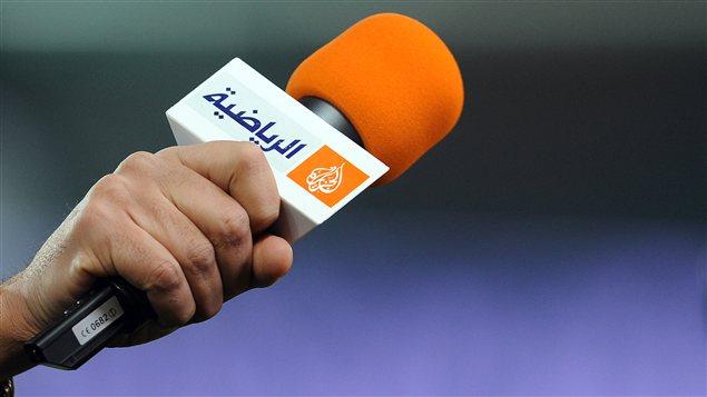 Micro portant le logo du télédiffuseur Al-Jazira en mars 2012.