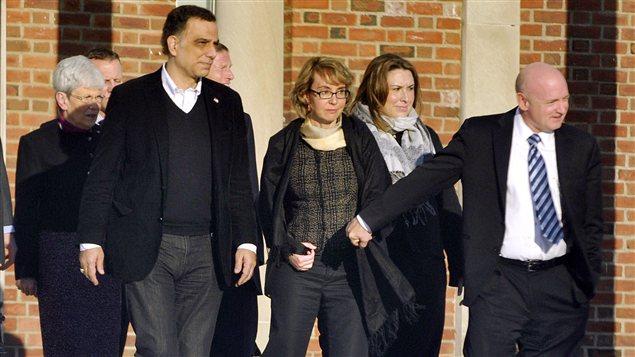 Gabrielle Giffords, l'ancienne représentante du huitième district de l'Arizona à la Chambre des représentants des États-Unis, en visite à l'école de Newtown, au Connecticut, où s'est déroulée une tuerie le 14 décembre 2012.