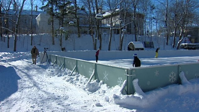 La patinoire de rideau hall accueille ses premiers for Patinage exterieur quebec
