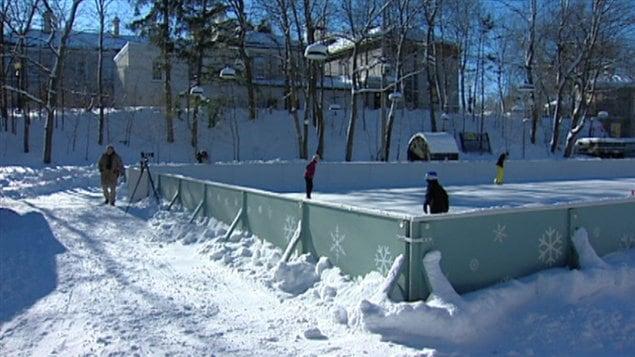 La patinoire de rideau hall accueille ses premiers for Patinage exterieur quebec