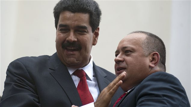 Au Venezuela, le vice-président Nicolas Maduro (g) et le président de l'Assemblée nationale Diosdado Cabello (d)