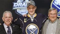 Mikhaïl Grigorenko portant le chandail des Sabres de Buffalo