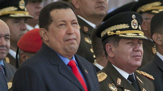 Hugo Chavez lors d'un déflilé militaire, l'été dernier.