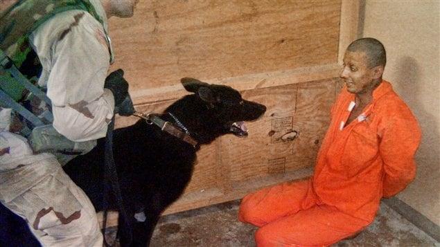 Une image d'un détenu de la prison d'Abou Ghraib publié par le Washington Post en 2004.