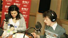 Emilie Bibeau et Olivier Morin lisent des po�mes ha�tiens | � Radio-Canada / Philippe Couture