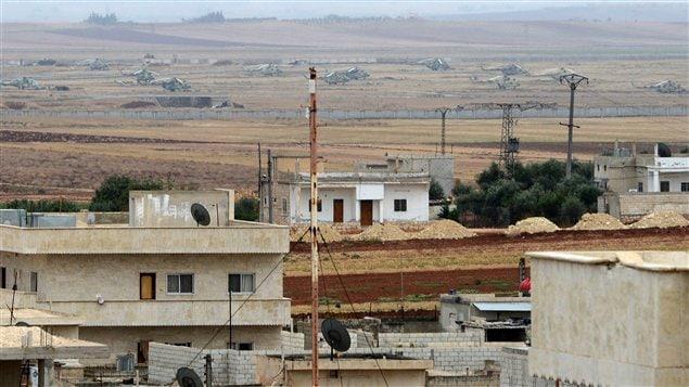 Des hélicoptères de l'aviation syrienne abandonnés à l'aérodrome de Taftanaz par les forces gouvernementales.