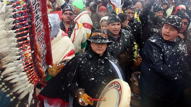 Le chef national de l'Assemblée des Premières Nations, Shawn Atleo, joue du tambour à la manifestation du 21 décembre 2012, à Ottawa.