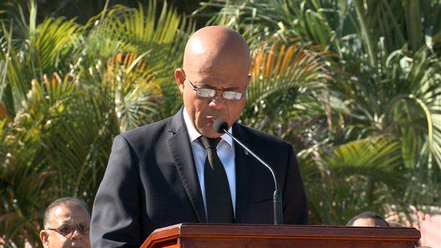 Michel Martelly fait un discours en hommage aux victimes du séisme haïtien de 2010.