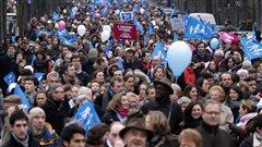 Les membres du groupe Fonder demain se sont rencontr�s lors des manifestations contre le mariage et l'adoption gais comme celle-ci, dans les rues de Paris, le 13 janvier 2013
