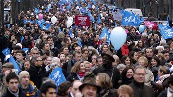 Plusieurs centaines de milliers de manifestants ont défilé dans les rues de Paris, le 13 janvier 2013