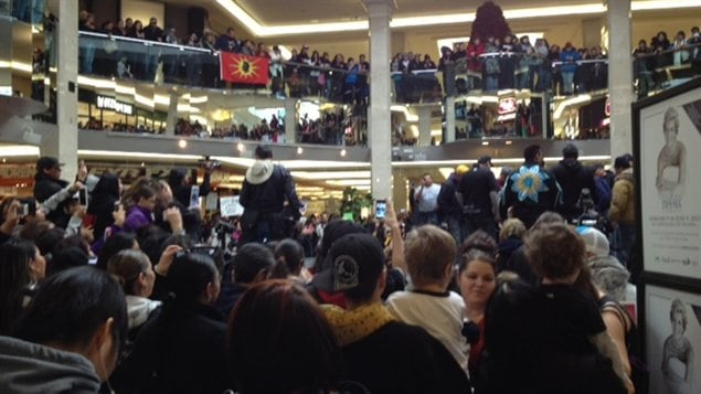 Des manifestants dans le West Edmonton Mall