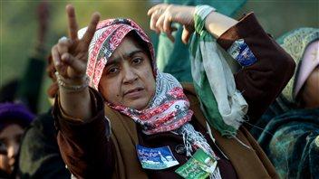 Une partisane de Tahir ul-Qadri dans les rues d'Islamabad.