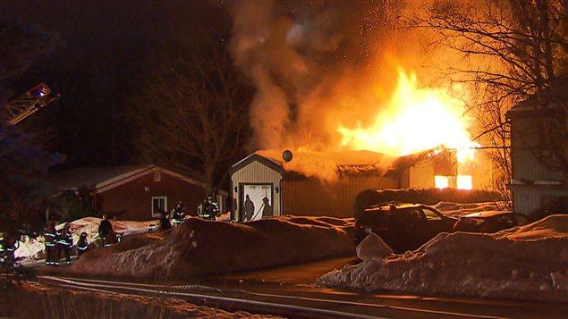 La maison était en flammes à l'arrivée des pompiers sur les lieux.