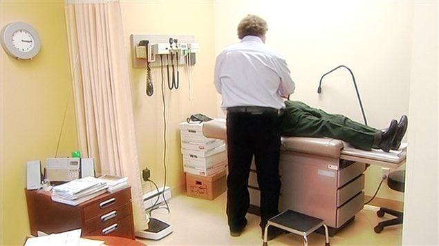 Un médecin omnipraticien