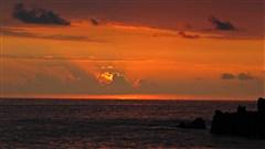 Coucher de soleil sur la baie de Kealakekua, �le d�Hawa� / � Sylvain Quidot, sylvainquidot.tumblr.com