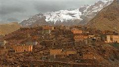 Un village berbère dans les montagnes de l'Atlas, au Maroc