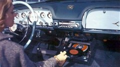 Tourne-disque pour auto des annes 50 : le Highway Hifi dvelopp par Chrysler en 1956.