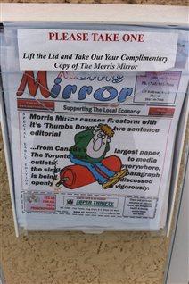 La dernière édition du Morris Mirror parue vendredi comporte des excuses et des lettres de soutien.