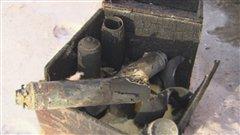 Ce qui reste des contenants de mousse de polyuréthane après l'explosion
