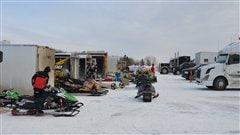 Le Grand Prix international de snowcross attire des milliers de personnes.