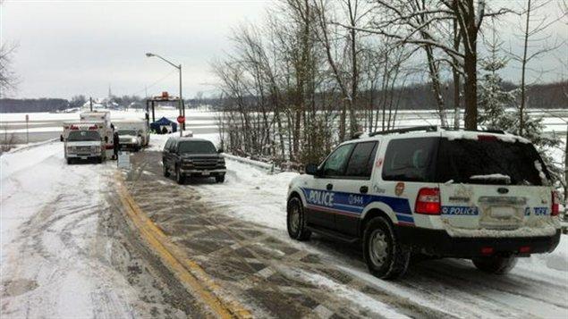 La voiture des disparus a été retrouvée au fond de l'eau près du quai.