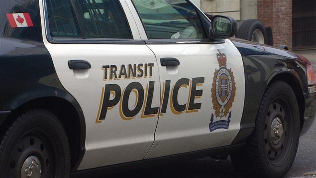 Une voiture de la police des transports en commun de Metro Vancouver.
