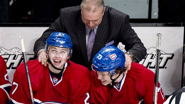 Michel Therrien félicite Alex Galchenyuk (à gauche), et Brendan Gallagher