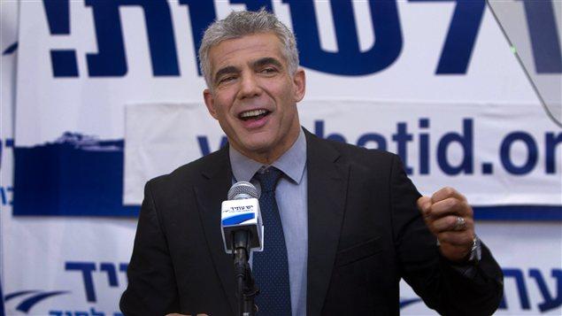 Yaïr Lapid, le chef du parti Yaïr Lapid, s'adresse à ses partisans à Tel-Aviv.