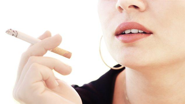 Une femme qui fume