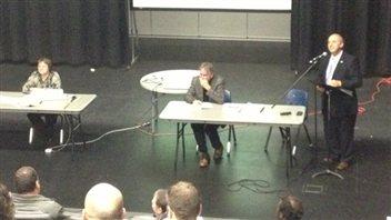Bernard Roy du CEF s'adresse à l'Assemblée des électeurs