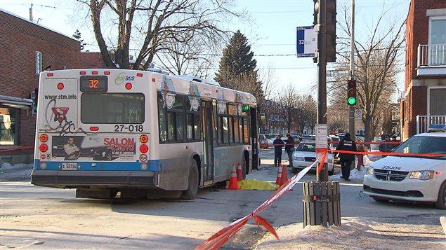 Un autobus de la STM a happé mortellement un piéton.
