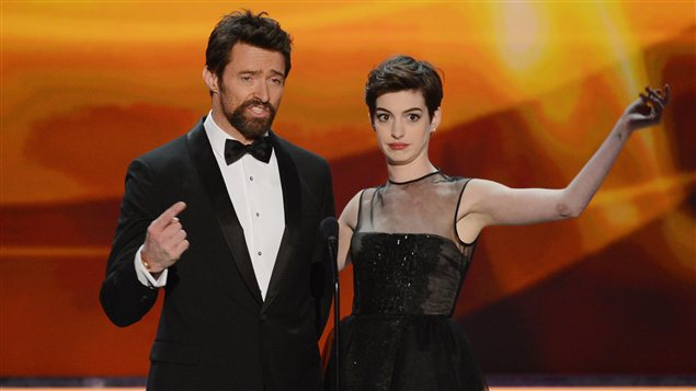 Hugh Jackman et Anne Hathaway à la remise des prix de la 19e édition de la Screen Actors Guild (SAG) à Los Angeles.