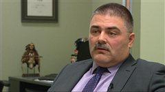 Le planificateur financier et conseiller en assurance Andrew Clarke accorde une entrevue à la caméra de Radio-Canada, en janvier 2013, au Manitoba.