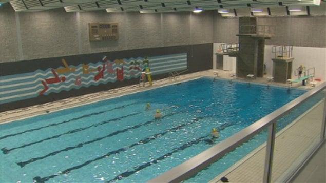 Une piscine fra chement r nov e l 39 cole secondaire des for 42 ecole piscine