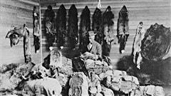Un homme pratiquant le commerce de la fourrure en Alberta, au Canada, dans les ann�es 1890.