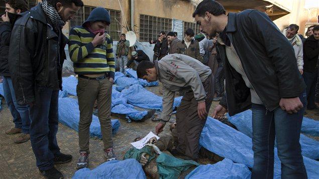 Une partie des cadavres rassemblés dans une école à Alep