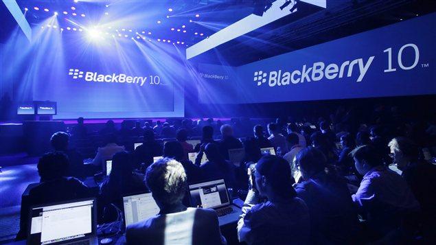 Dévoilement du BlackBerry 10 à New York en janvier dernier. Le mois dernier, l'entreprise a annoncé qu'elle allait licencier 4.500 personnes, un tiers de ses effectifs mondiaux, après avoir perdu 965 millions de dollars au dernier trimestre alors que ses ventes s'effondraient.