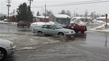 Beaucoup d'eau dans les rues de Sept-Îles