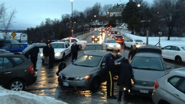 De nombreuses voitures ont eu des crevaisons, jeudi matin, sur la promenade de l'Aviation, en raison des nids de poule.