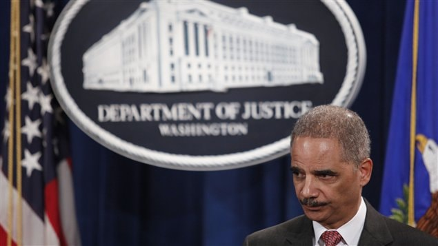 Le procureur g�n�ral am�ricain Eric Holder annonce que l'affaire des taux Libor sera r�primand�e par des amendes de 1,5 milliards de dollars � Drew Angerer/Getty Images/AFP