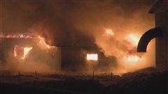 L'incendie a complètement détruit une section de la scierie Carrier et Bégin.