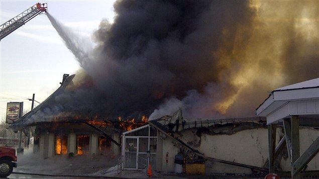La fromagerie St-Albert est complètment ravagée par l'incendie.