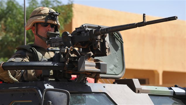 Des soldats français patrouillent dans les rues de Gao, au Mali.