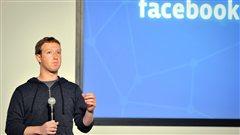 Mark Zuckerberg prend la parole devant ses employ�s|�Josh Edelson / AFP