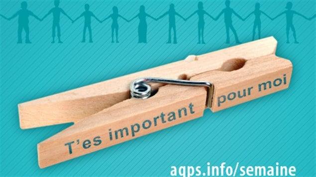 2000 épingles à linge ont été distribuées dans les écoles secondaires de l'Estrie pour sensibiliser les jeunes à la problématique du suicide.