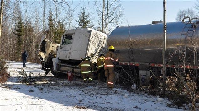 Un camion-citerne de lait et un véhicule ont été impliqués dans une collision, mardi, sur la route 122, à Victoriaville.